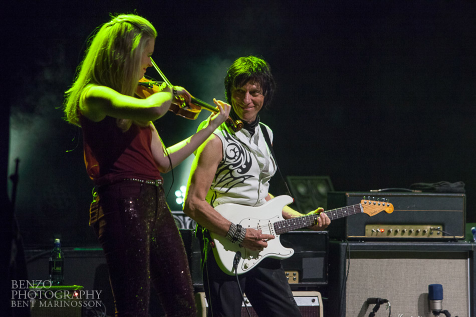 Lizzie Ball and Jeff Beck photo by Bent Marrinnosen